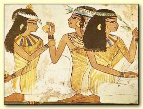 Imágenes de mujeres egipcias aplicándose aceites