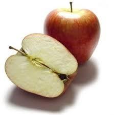 Una manzana entera y otra partida ¿producto natural o sintético?