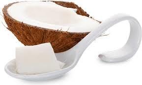 Coco y cucharada de aceite de coco