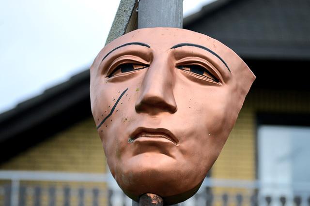Máscara con cicatriz