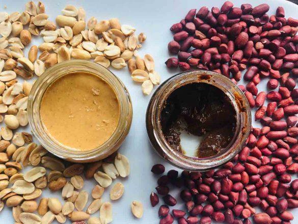 Mantequilla de cacahuete sin y con piel